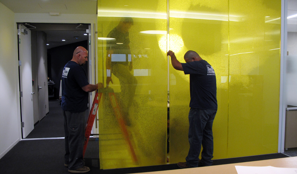 Flush glazing panels in place | Panels can be handled using hands, no need for lifting equipment