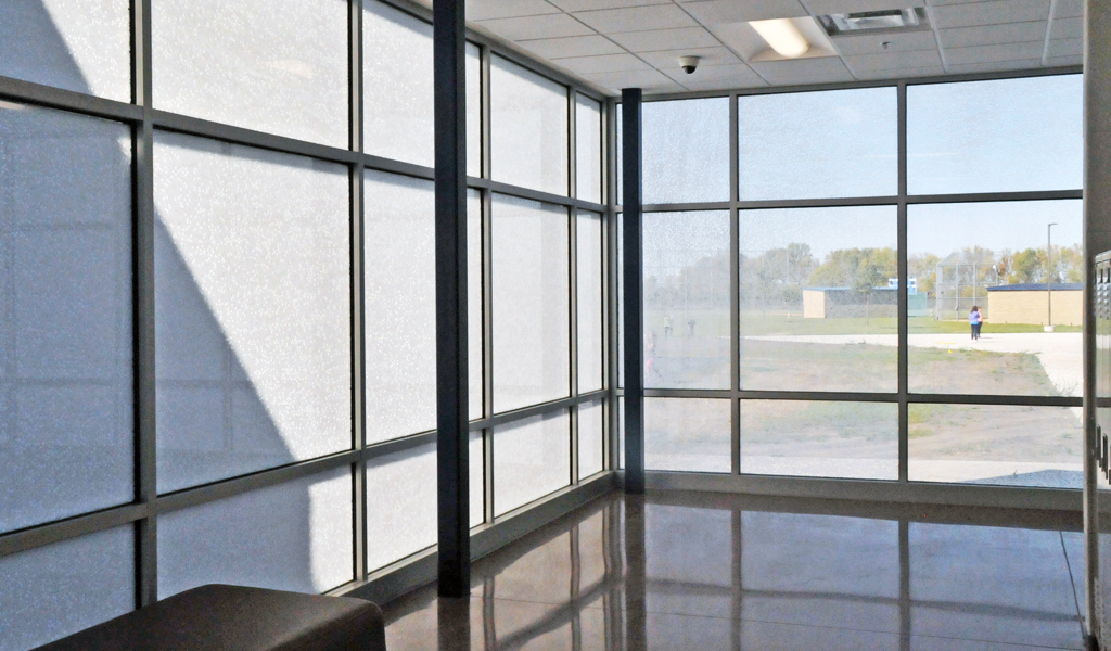 Curtain Wall Glazing : Case study daylighting views and solar shading at