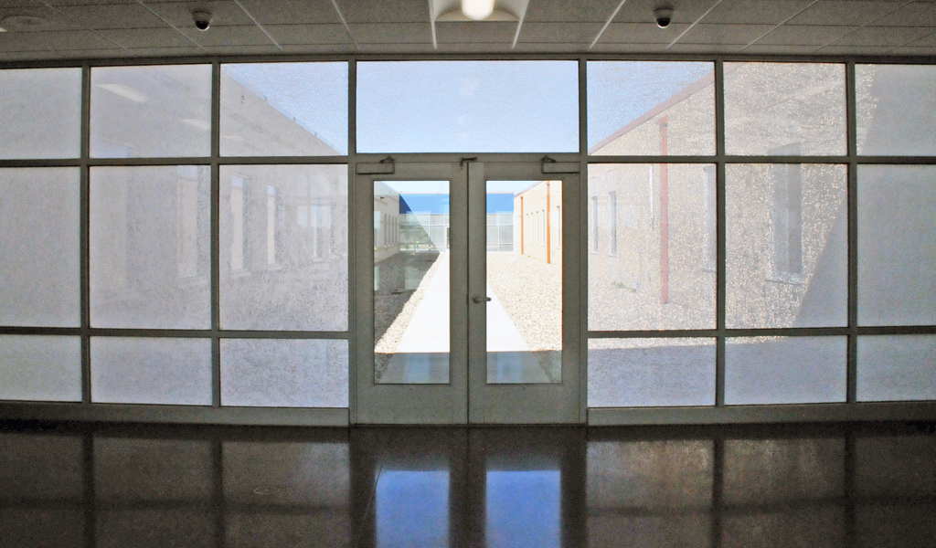 Exterior Curtain Wall : Case study daylighting views and solar shading at