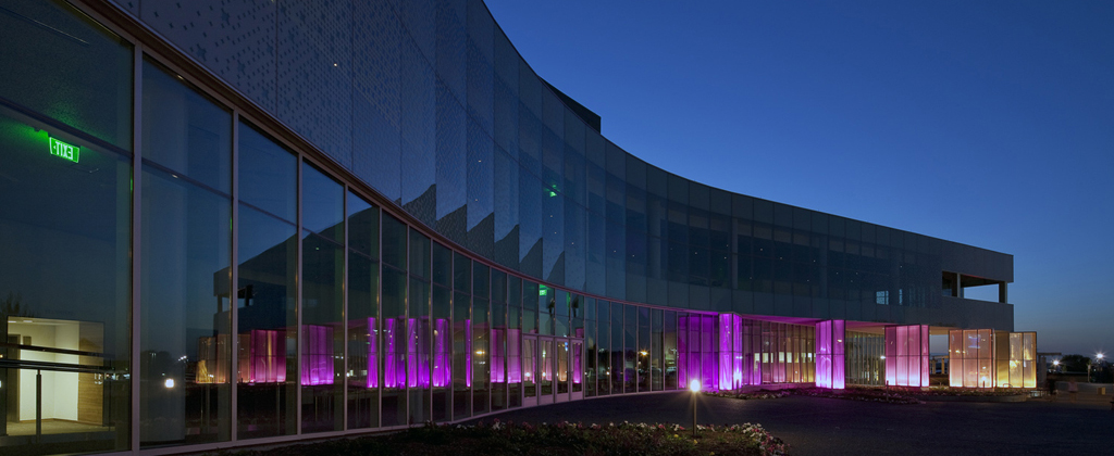 BURNSVILLE PERFORMING ARTS CENTER / ANKENY KELL / BURNSVILLE, MN / PHOTO: JIM GALLOP