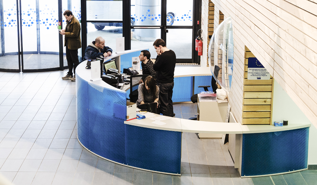 Panelite Translucent Honeycomb Panels Partitions Curved CitedO Sochaux Aquatics Center Agence 2A Philippe de Rochechouart 1